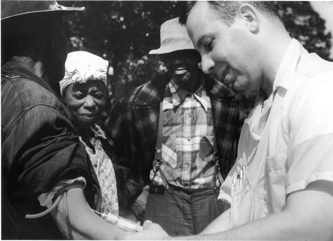 1280px Tuskegee syphilis study doctor injecting subject