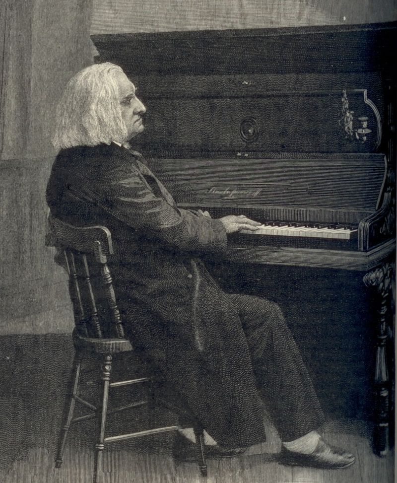 800px Liszt at piano
